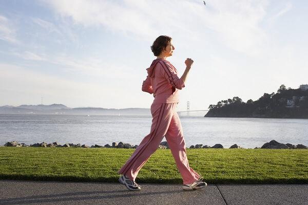 đi bộ buổi sáng có giảm cân không