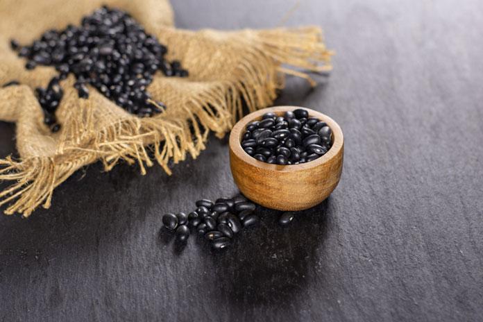 Uống nước đậu đen rang có tác dụng gì